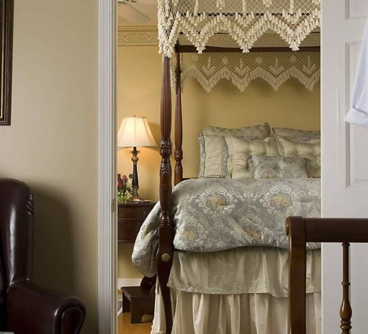 Colonial Gardens Bed And Breakfast Bed And Breakfast In